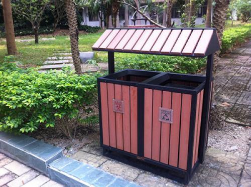 钢木结合垃圾桶